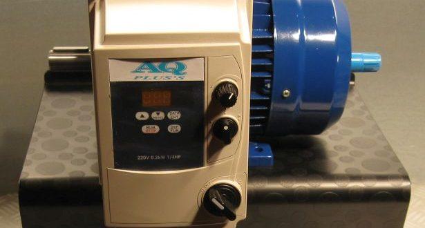 Anschluss für Frequenzumrichter da kann modifiziert werden so das es passt nicht zu heiss wird hier der Fu auf dem Klemmenkasten - rechts - montiert